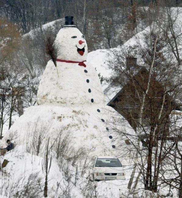 Мега сніговик