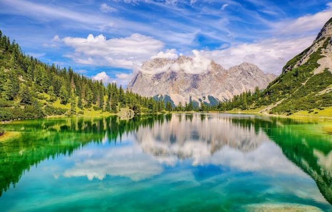 Дзеркальне озеро