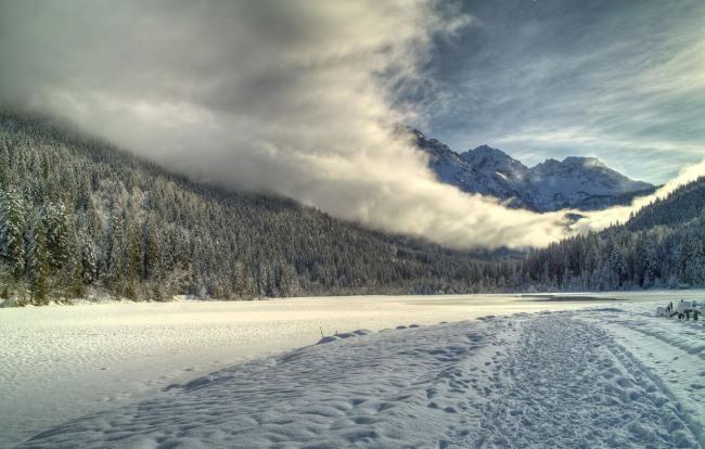 Зимові хмари в горах