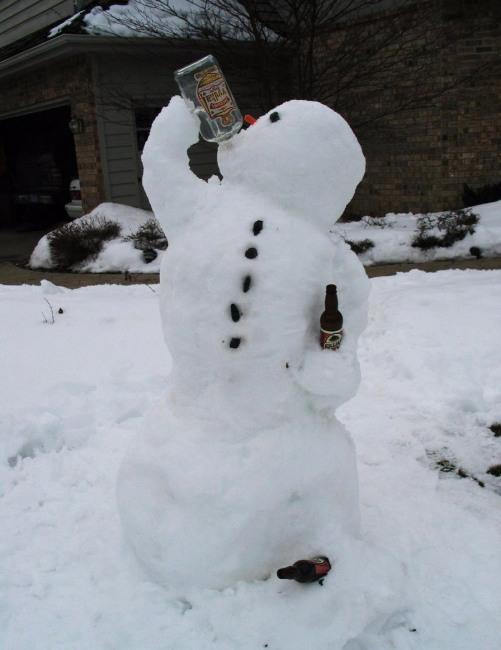 Сніговик вирішив зігрітися