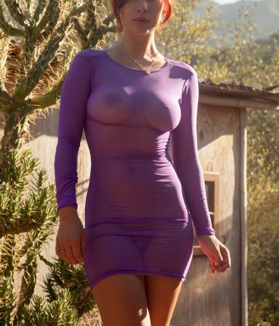 Прозоре плаття демонструє всі принади