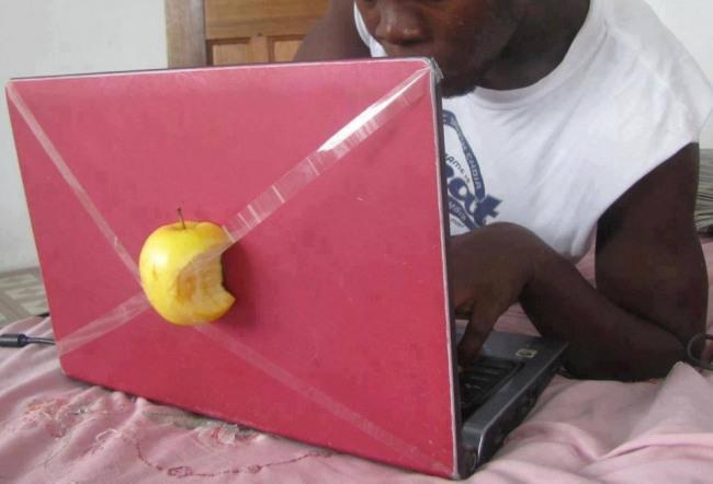 Африканський яблучний ноутбук