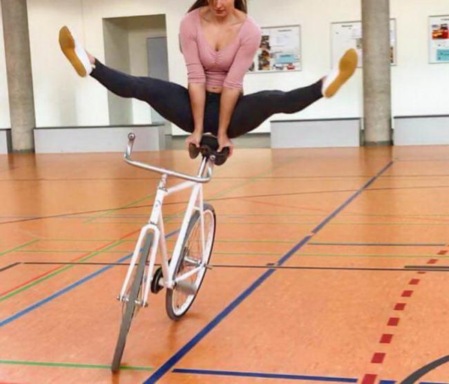 Велосипедистка екстремалка