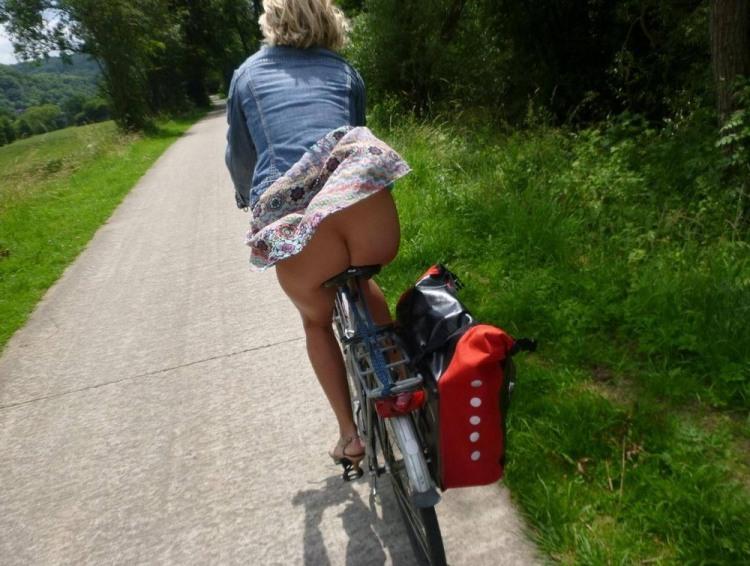 Їзда на велосипеді без трусів