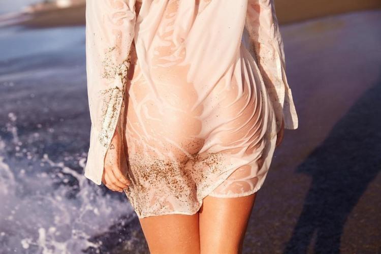 Сідниці в мокрій сукні