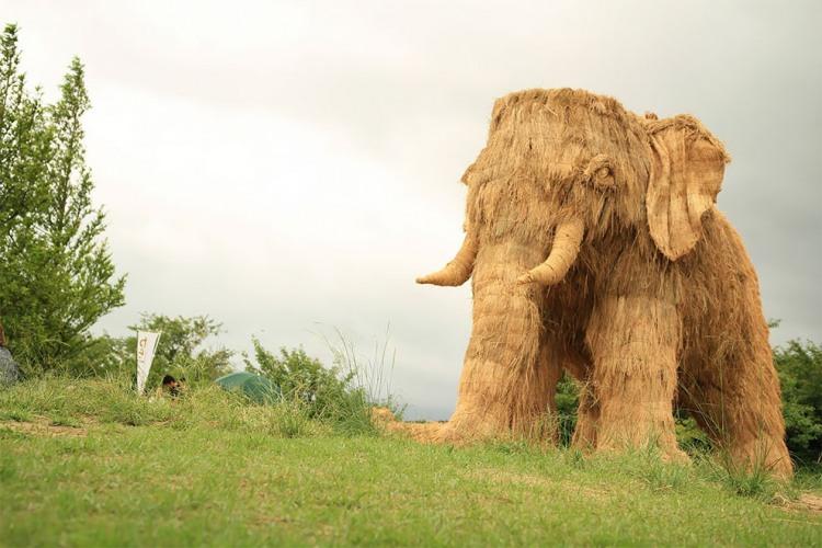 Слон з соломи