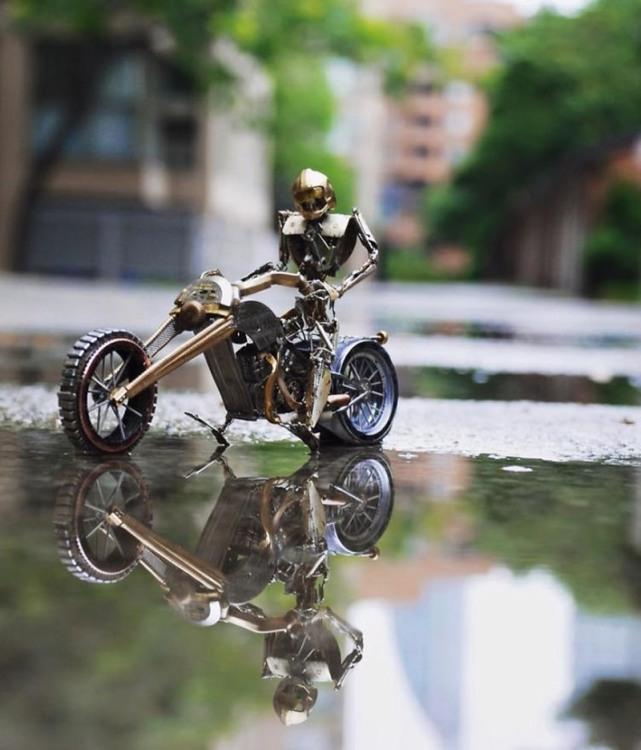 Робот на мотоциклі