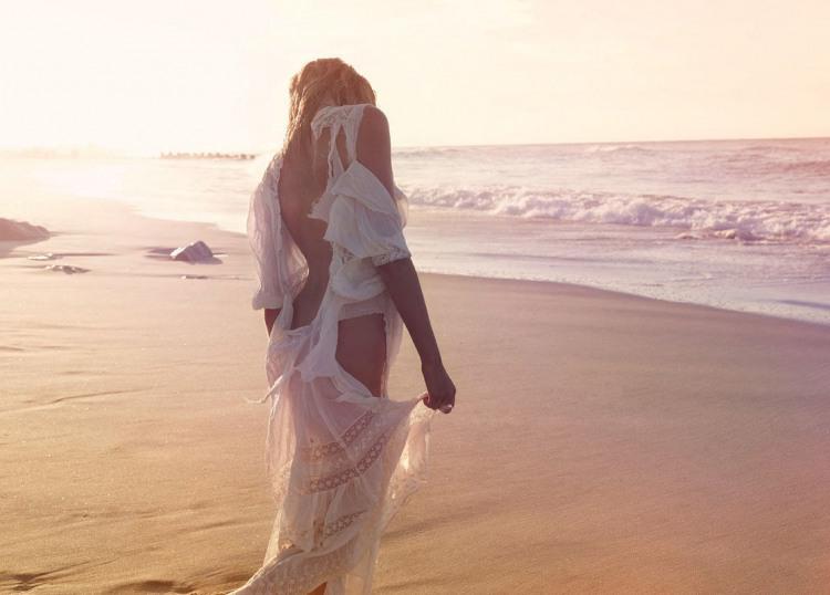 Вітер сукню порвав