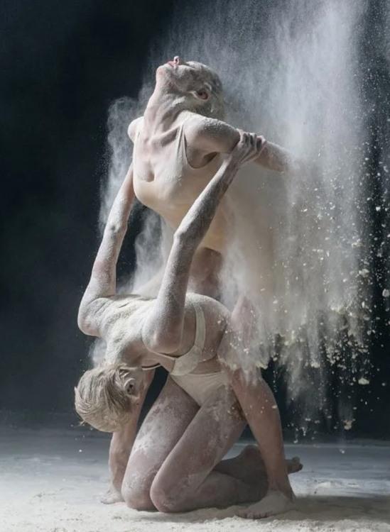 Танці в борошні