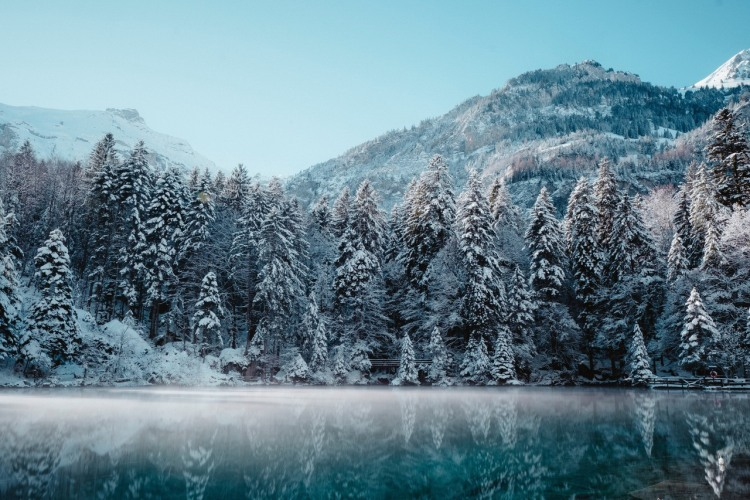 Зимове озеро в горах