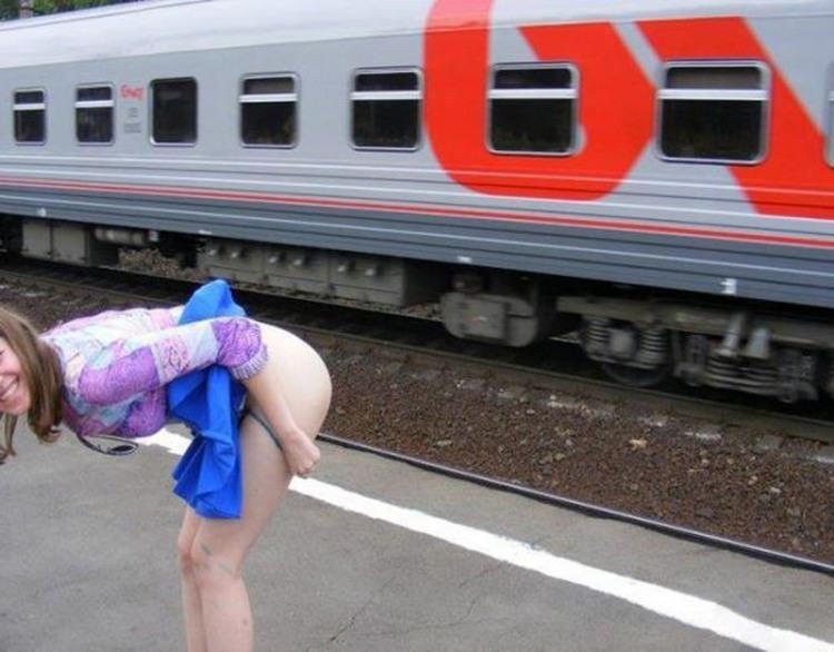 Привітання потягу, що проходить