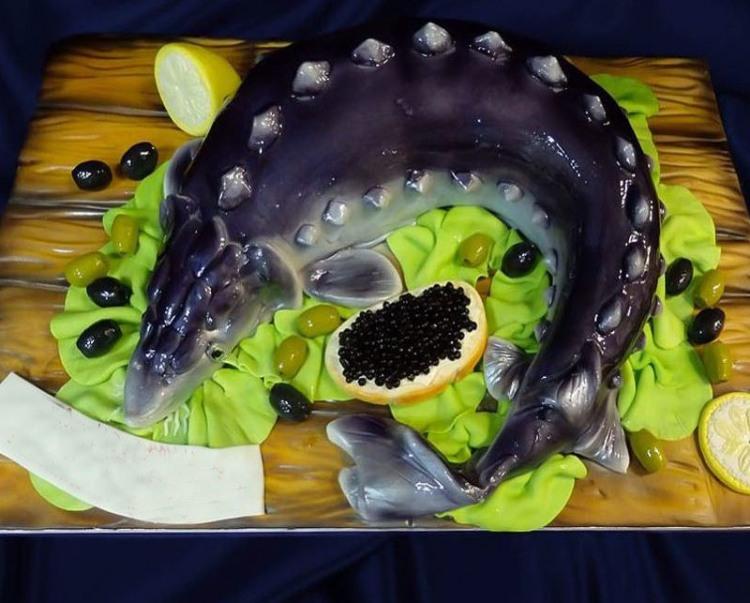 Осетровий торт з чорною ікрою