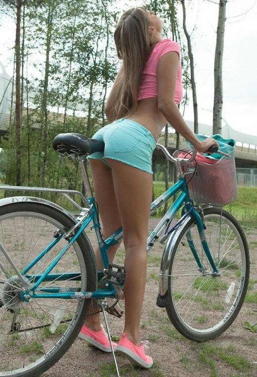 Велосипед почав приносити задоволення дівчині ще до катання