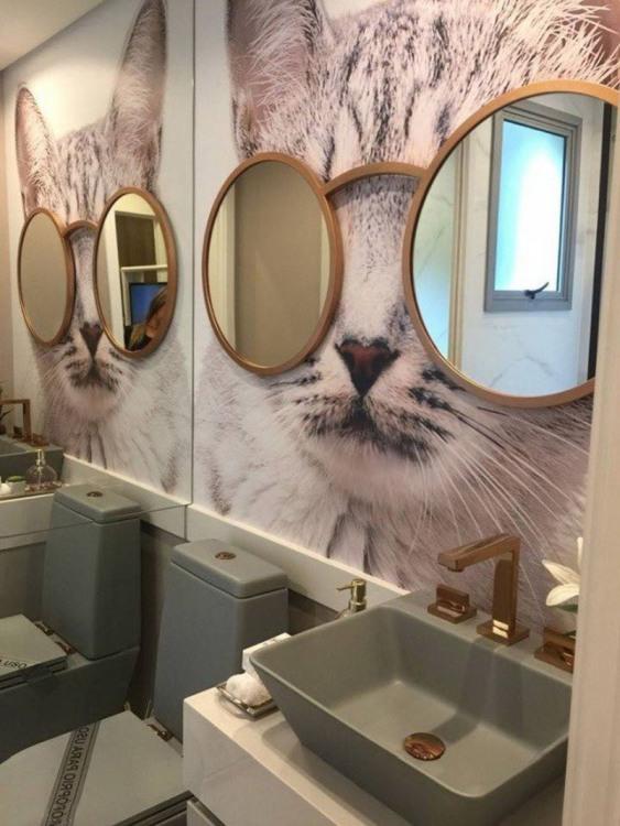 Дзеркало в туалеті
