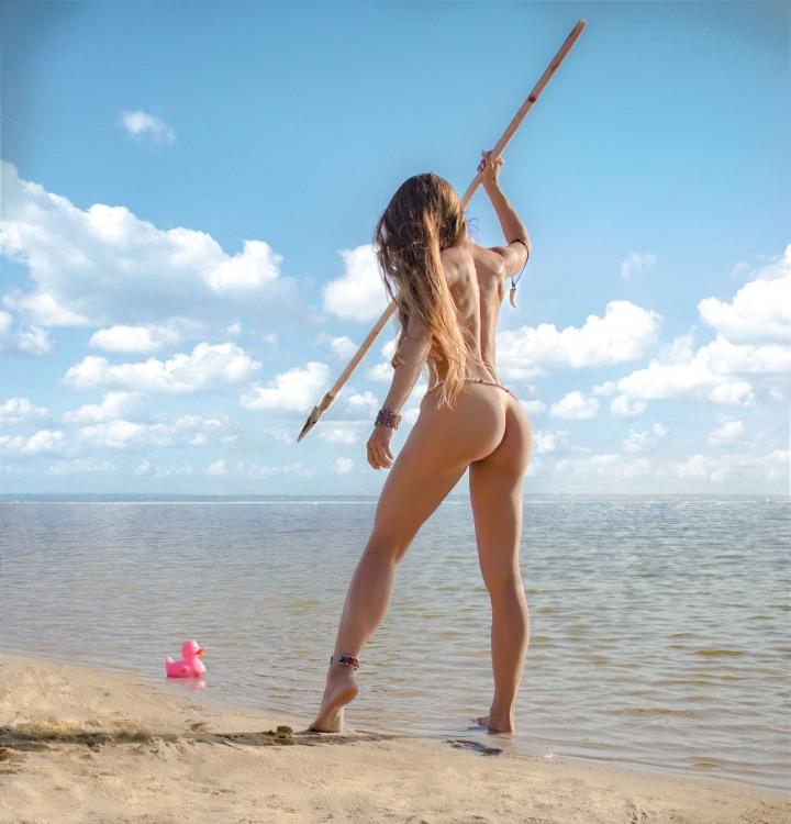 Білявка полює на качку