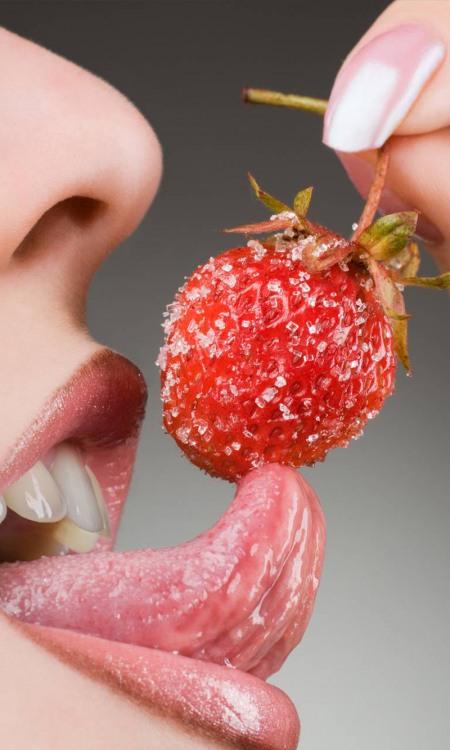 Спокуслива полуниця з цукром