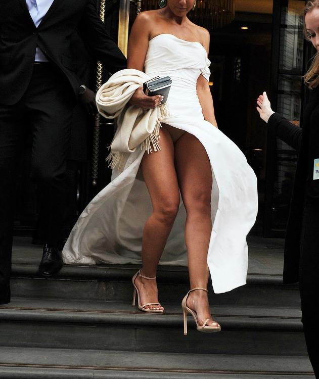 Сукня з розрізом особливо еротична у вітряну погоду