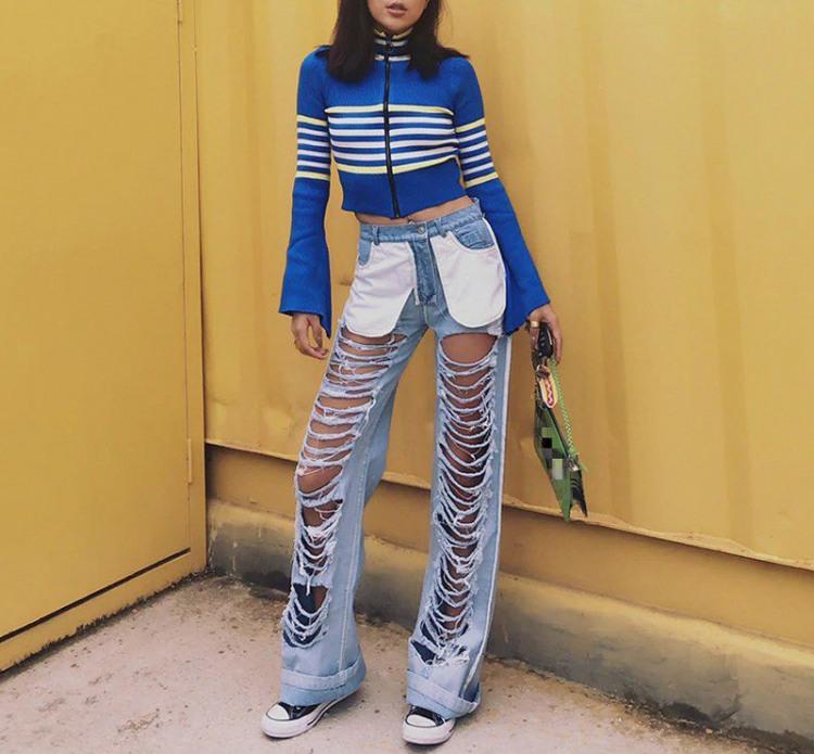 Дівчина в джинсах з гарною вентиляцією