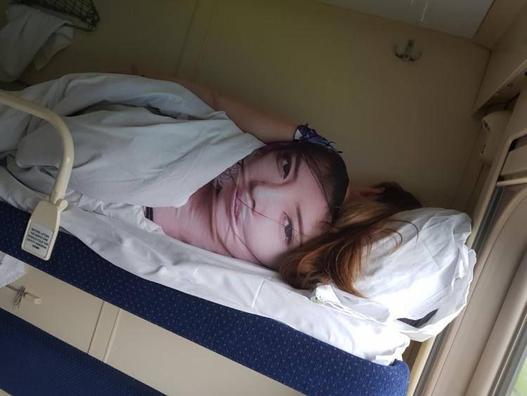 Твоя дівчина спостерігає за тобою навіть тоді коли спить