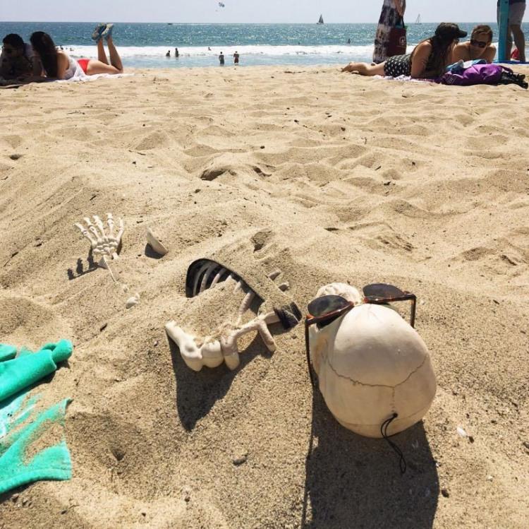 Переборщила з засмагою на пляжі