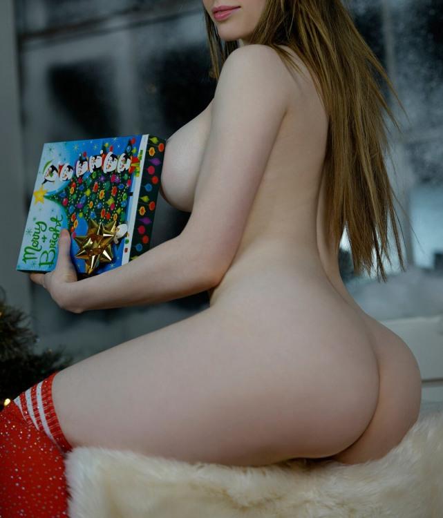 Солодка дівчина з солодким новорічним подарунком