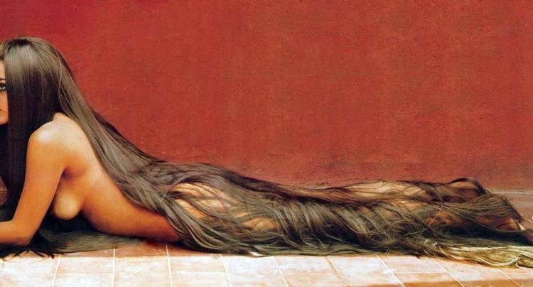 Дівчина з найдовшими волоссям