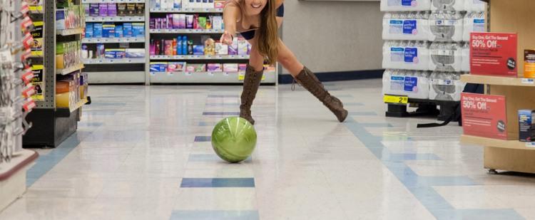 Граємо в боулінг в крамниці