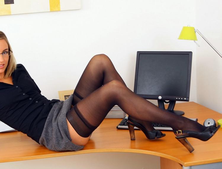 Секретарка забула підготувати звіт і намагається це приховати