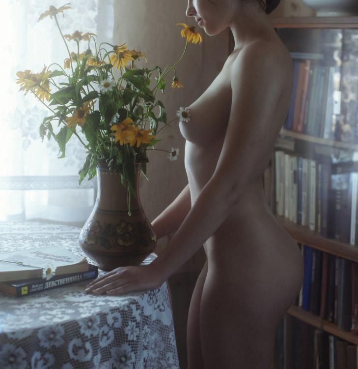 Домашня еротика з квітами
