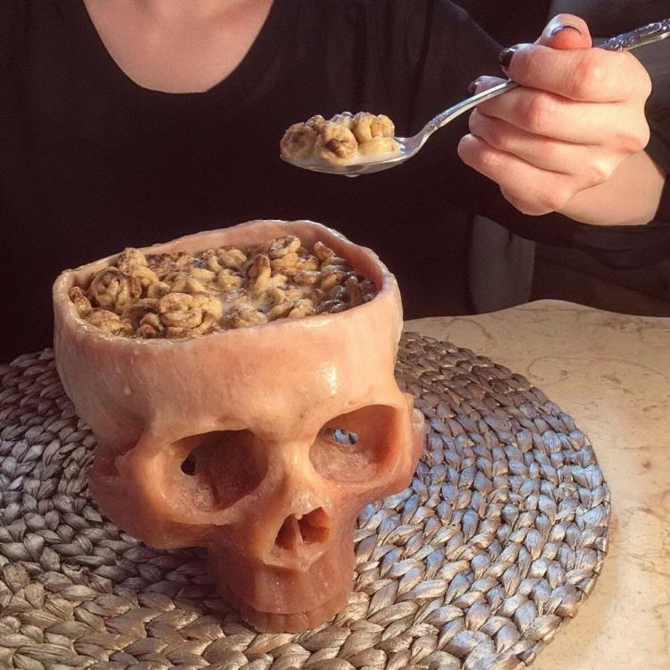 Сніданок з черепа