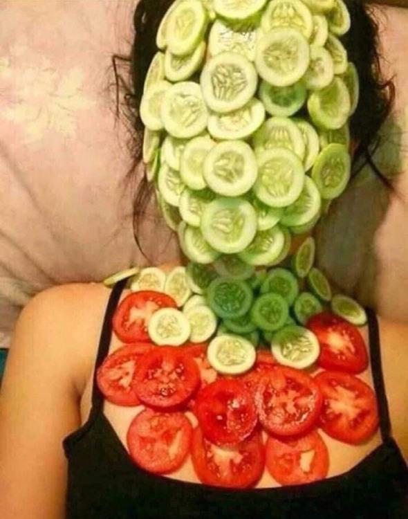 Маска з огірків і помідорів