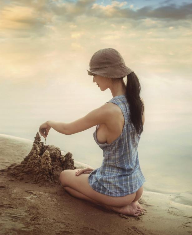 Еротичне ліплення пісочного замку